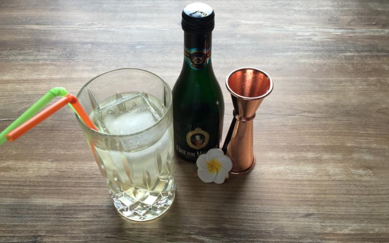 gin cocktail mit sekt der sparkling hans gin kingdom blog. Black Bedroom Furniture Sets. Home Design Ideas