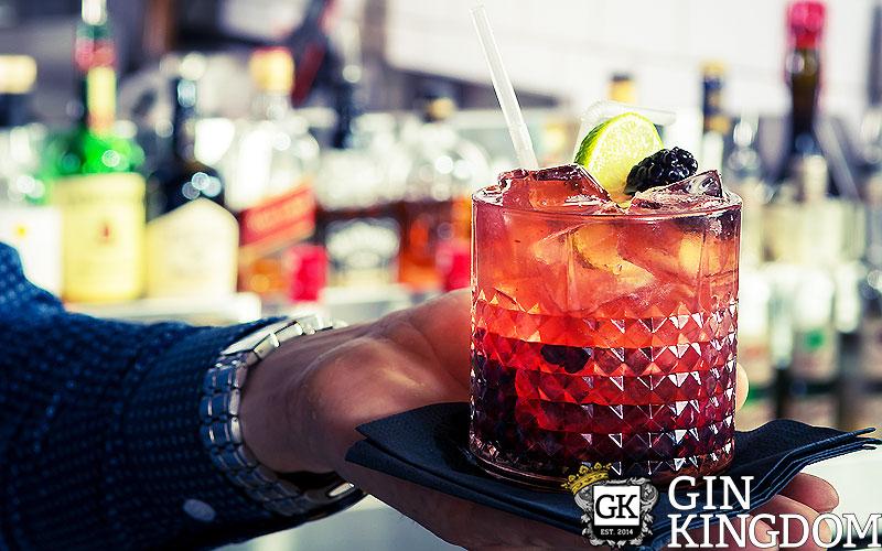 bramble das rezept f r den gin cocktail mit brombeere gin kingdom blog. Black Bedroom Furniture Sets. Home Design Ideas